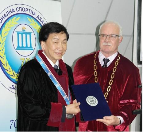 吴经国获保加利亚运动学院颁授荣誉博士学位