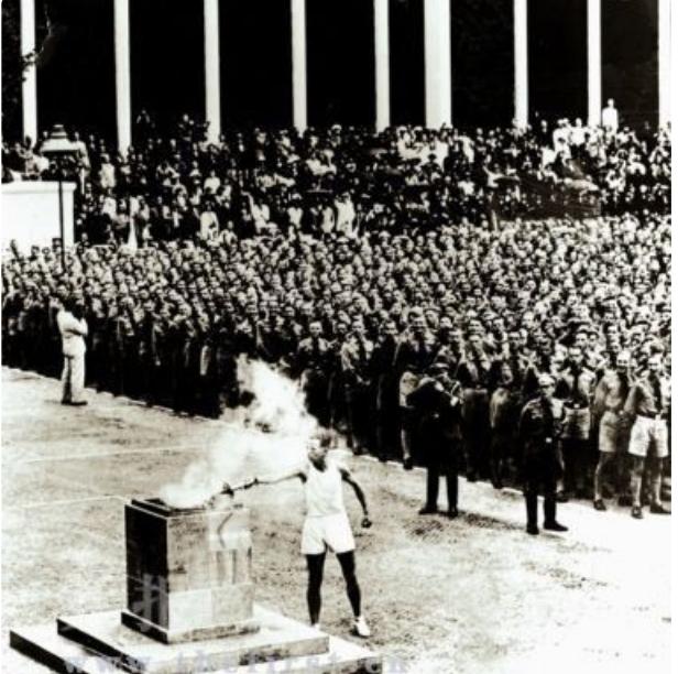 奥博藏品赏析  1936年柏林奥运会奥运火炬传递